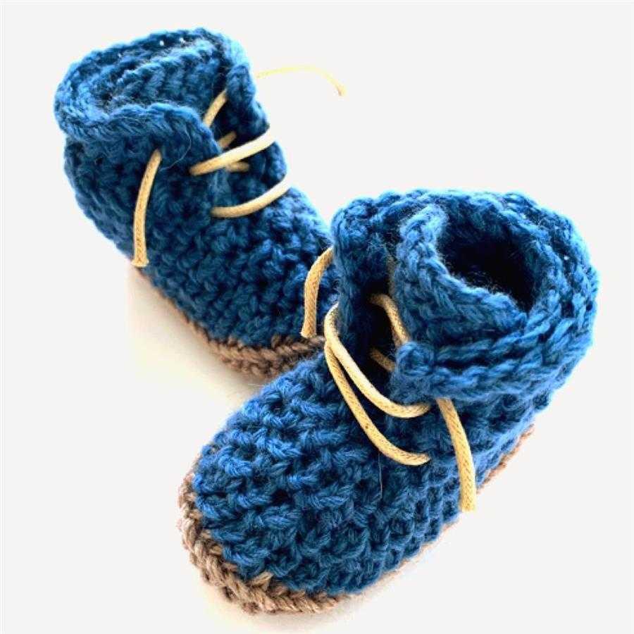 tênis de crochê com cadarço
