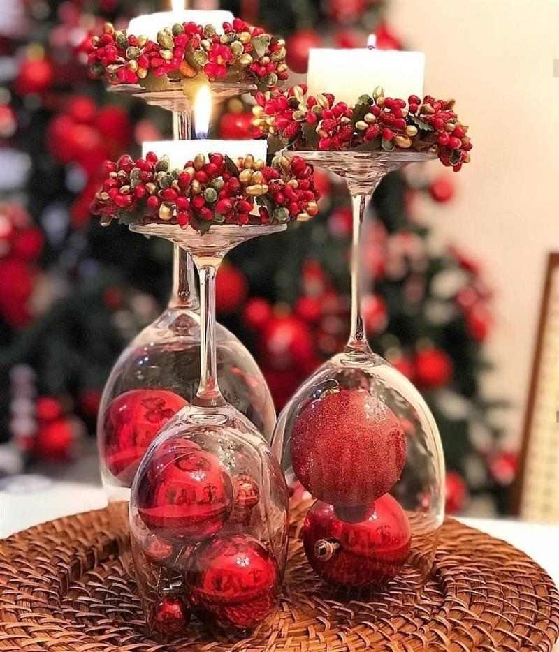 Enfeite de Natal para mesa com taças e velas