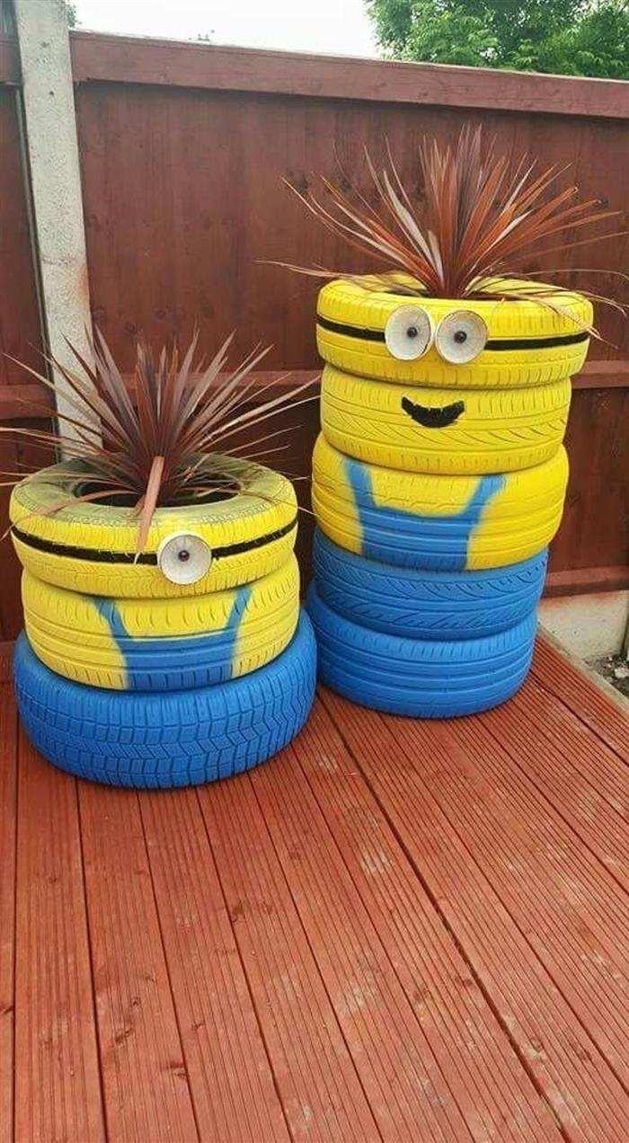 jardim com pneu minions