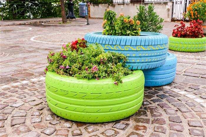 jardim em pneu usado colorido