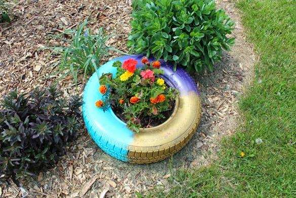 jardim em pneus velhos