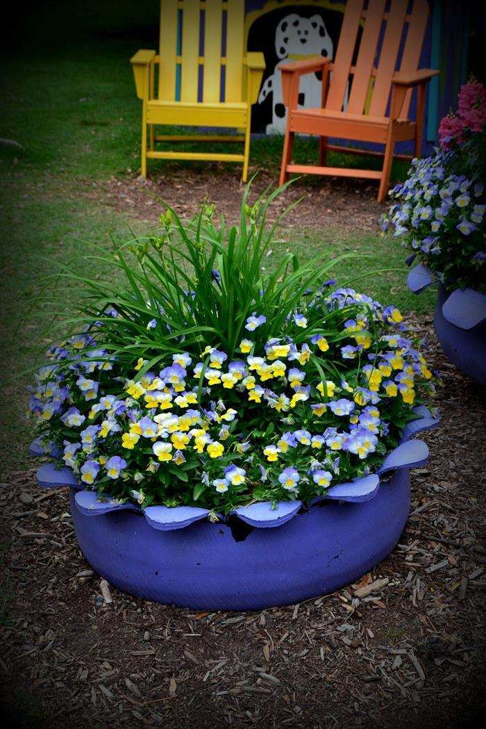 jardins com pneus pintados