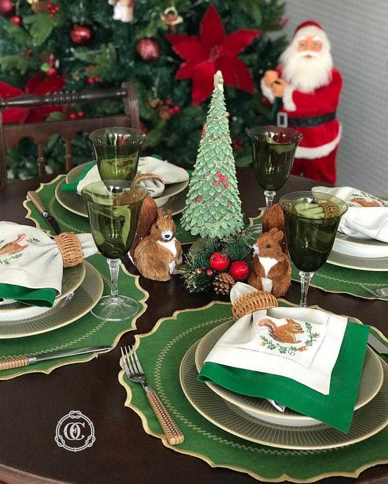 Mesa de jantar de Natal decorada
