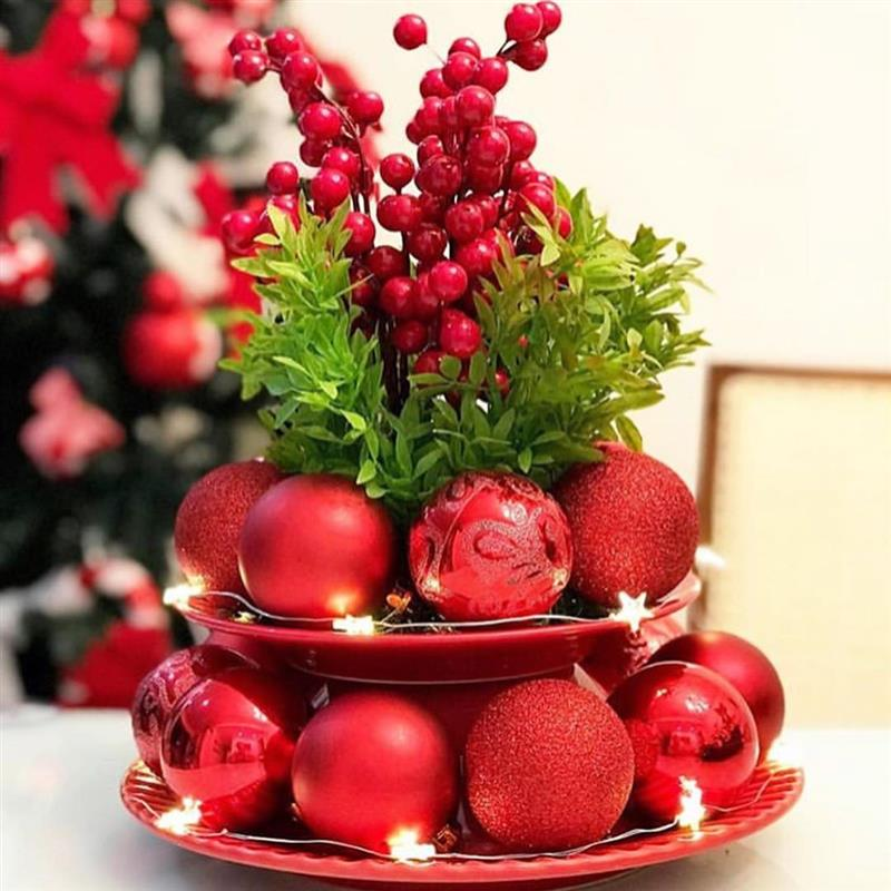 Arranjo de Natal com bolas vermelhas