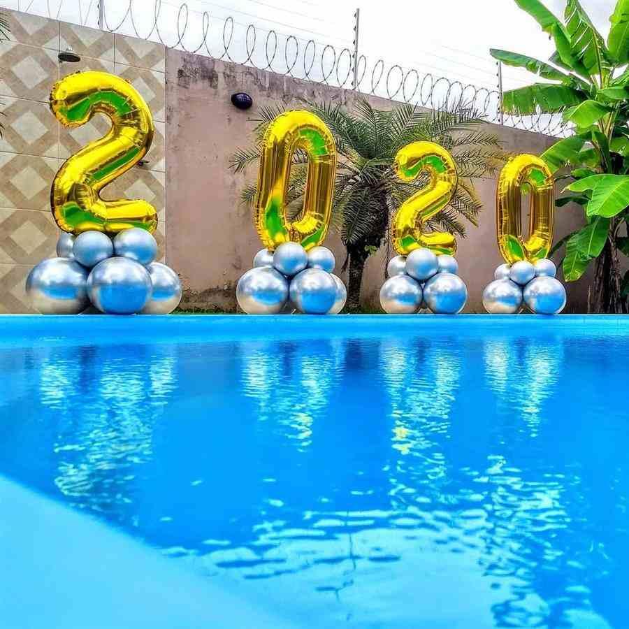 Área da piscina decorada
