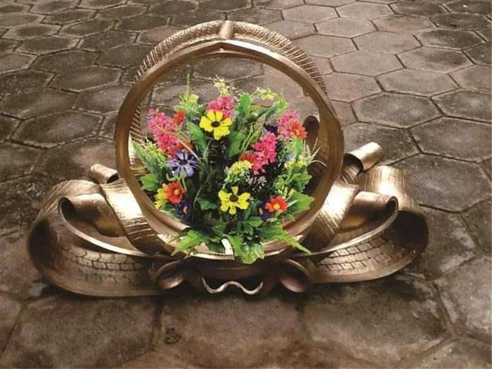 pneu dourado para plantas