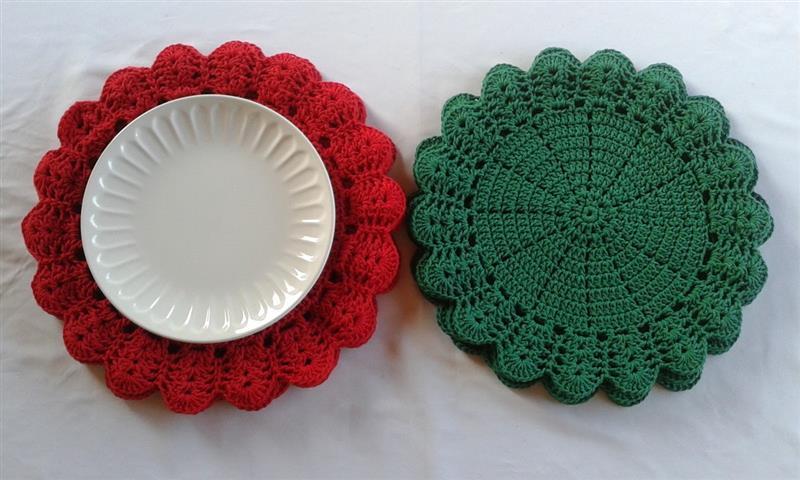 Sousplat de crochê verde e vermelho