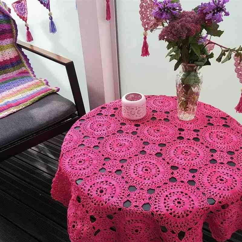 toalha de mesa de crochê rosa