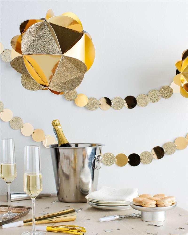 decoração de Ano Novo dourada