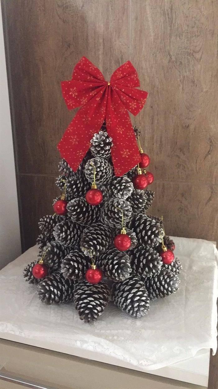 arvore de natal com pinha