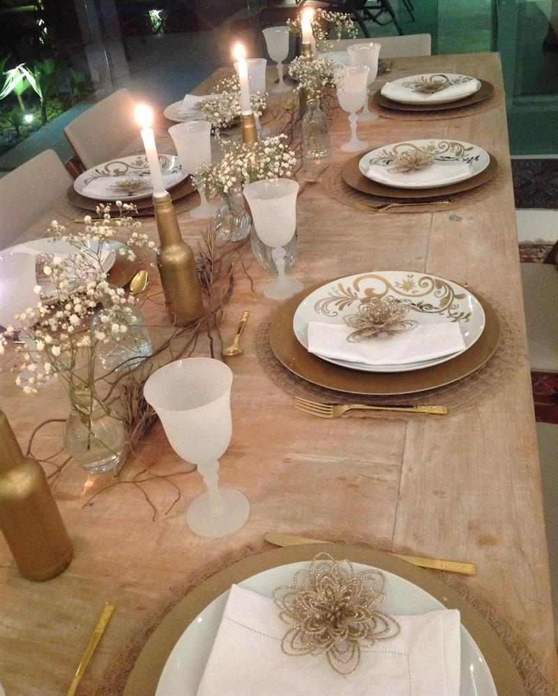 Mesa posta para ceia de Ano Novo
