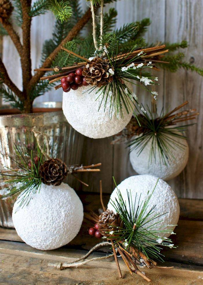 bolinhas de natal feita com artesanato
