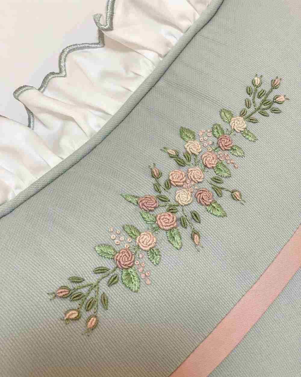 bordado de rosas rococó