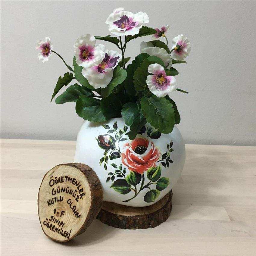 cabaças decoradas com flores