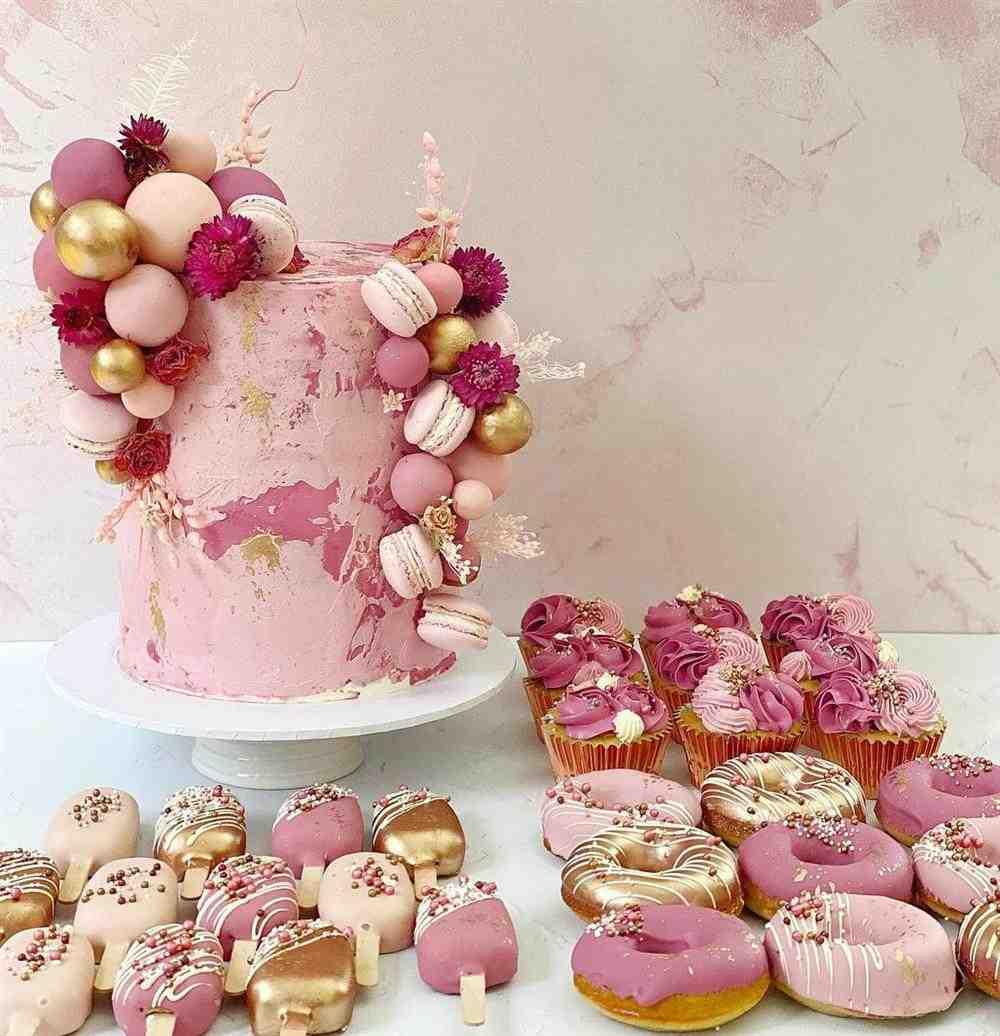 como decorar bolo rose gold