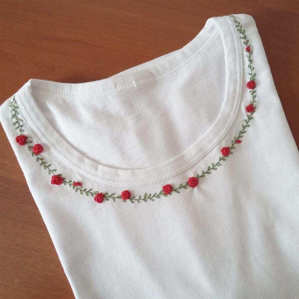 camiseta bordada a mão