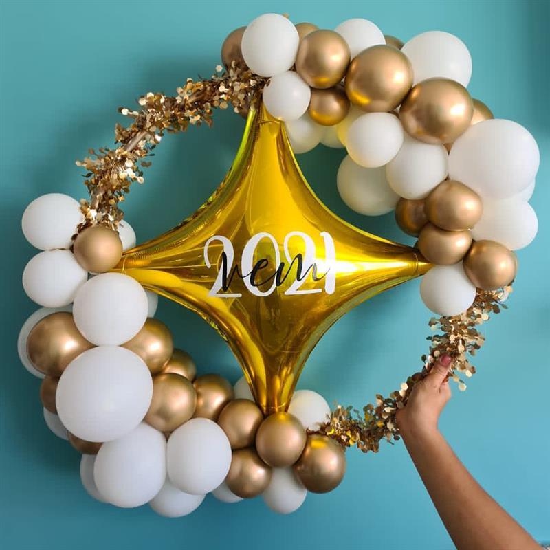 decoração de ano novo branco e dourado