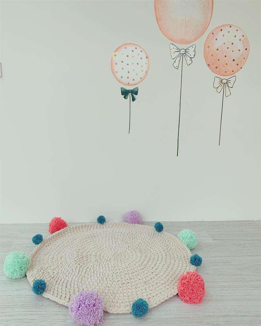 Tapete redondo de crochê com pompom
