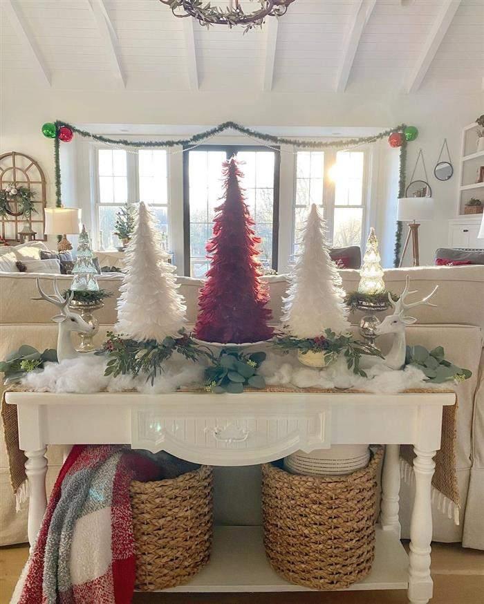 decoração com arvores de natal coloridasv
