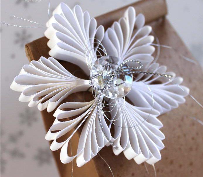 decoração de natal com papel branci