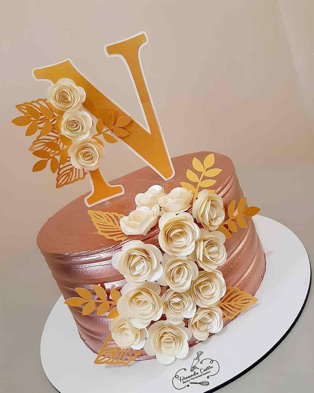 Topper de bolo com a inicial do nome