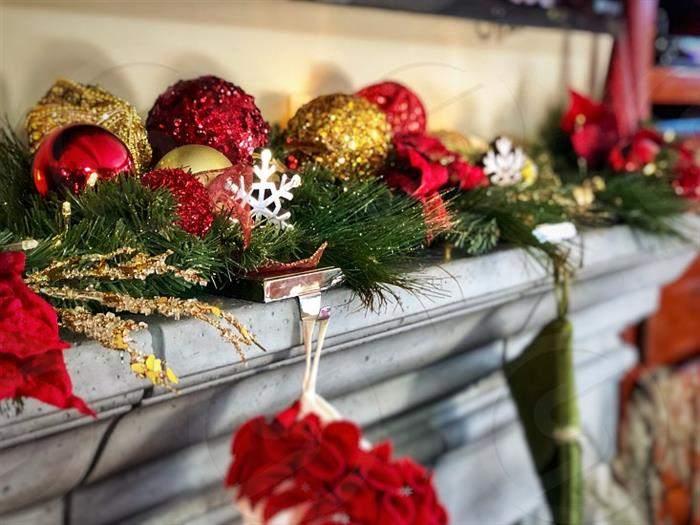 festão decorado com bolinhas de natal