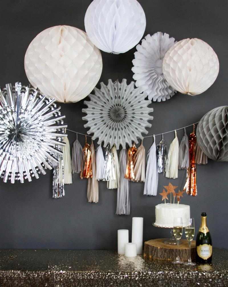 baloes de papel na parede