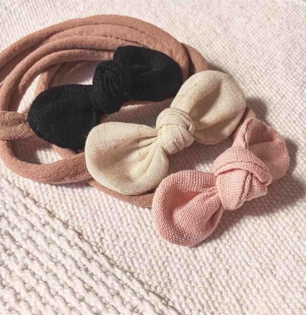 Faixinha de bebê de seda com lacinho