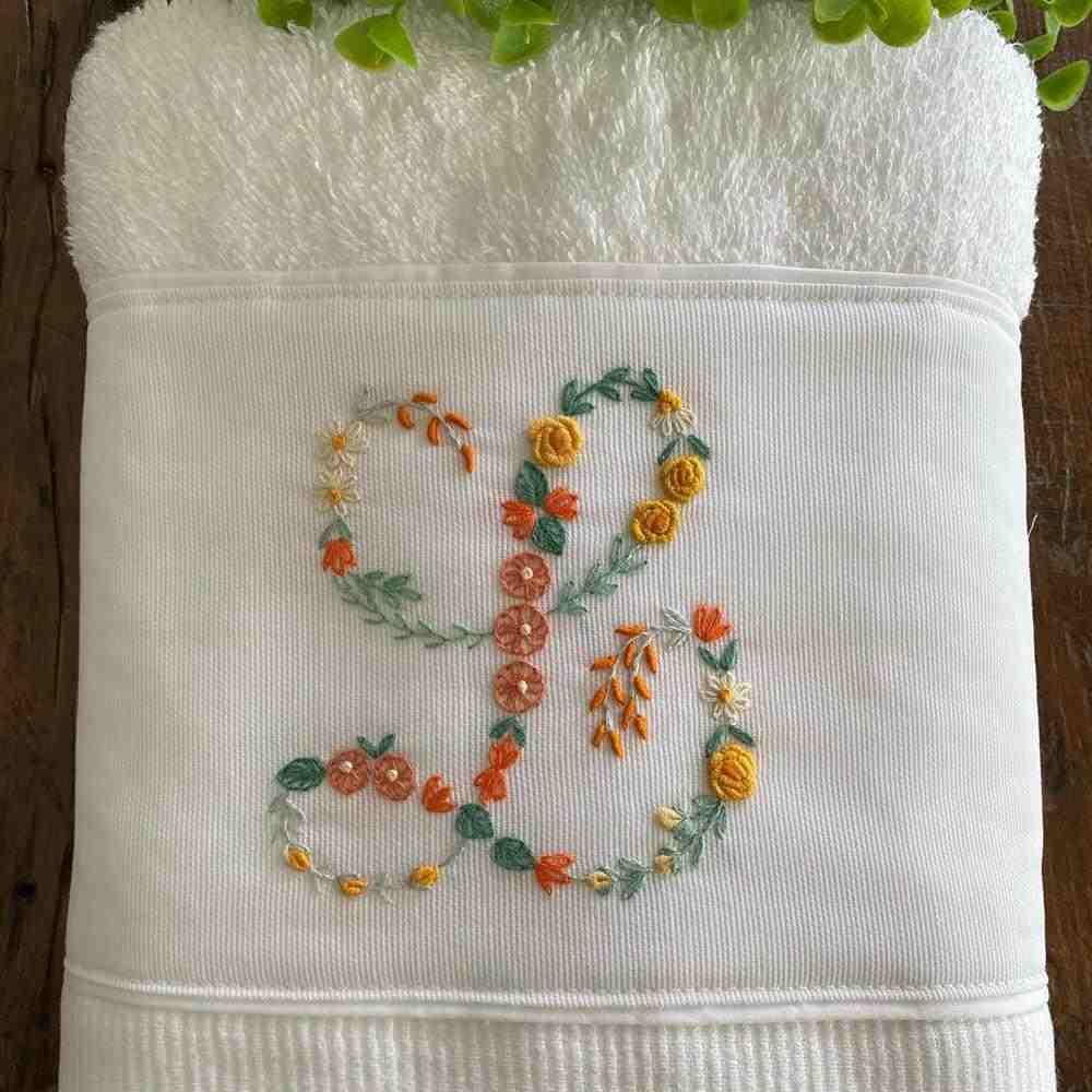 inicial do nome na toalha