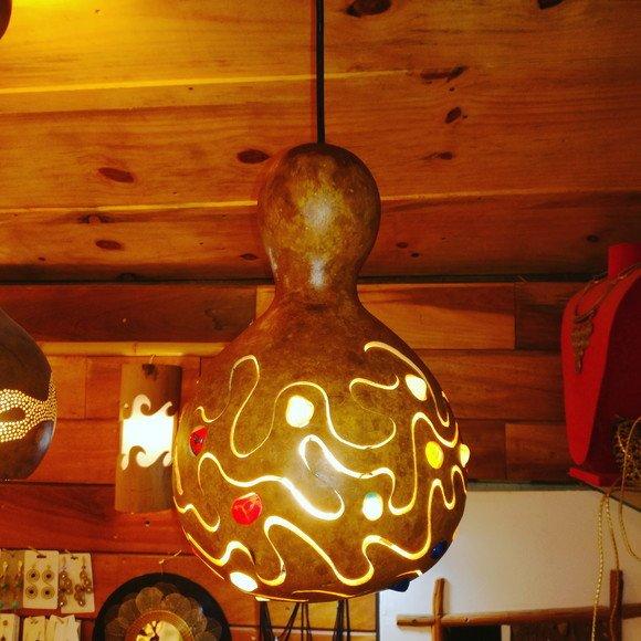 Luminária feita de cabaça
