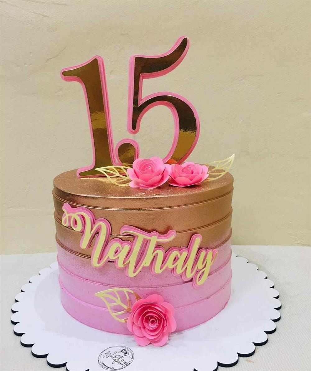 bolo de 15 anos com nome na frente