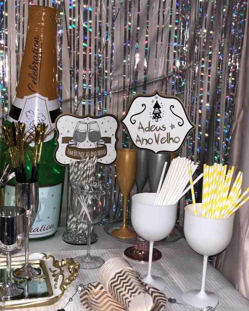 decoração de ano novo com plaquinhas