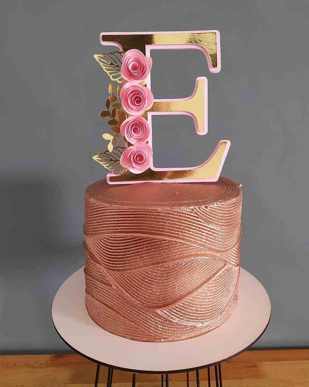 topo de bolo letra E
