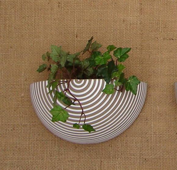Vaso de cerâmica frisado