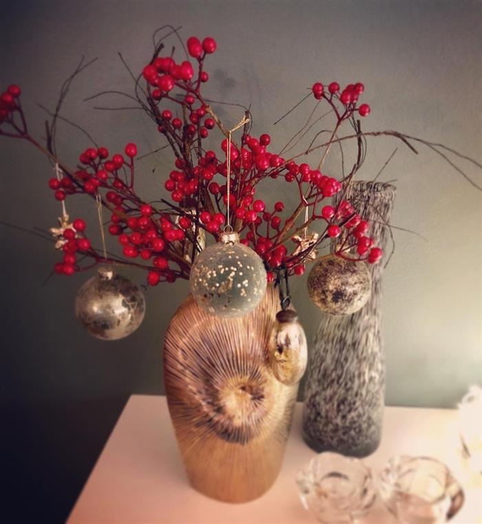 vasos com flores de natal