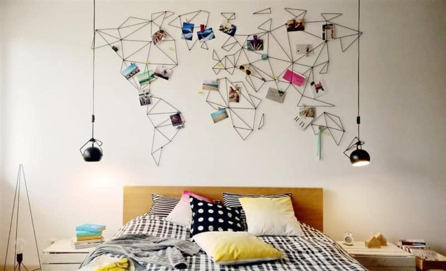 mapa na parede com fotos