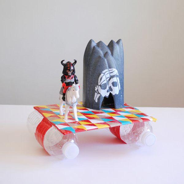 Brinquedo de reciclagem com garrafa PET