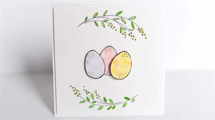 simples com ovos coloridos