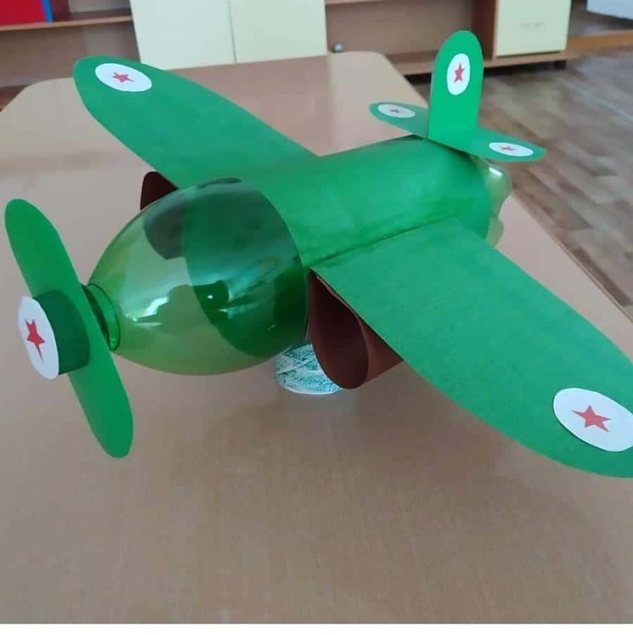 brinquedo reciclado avião