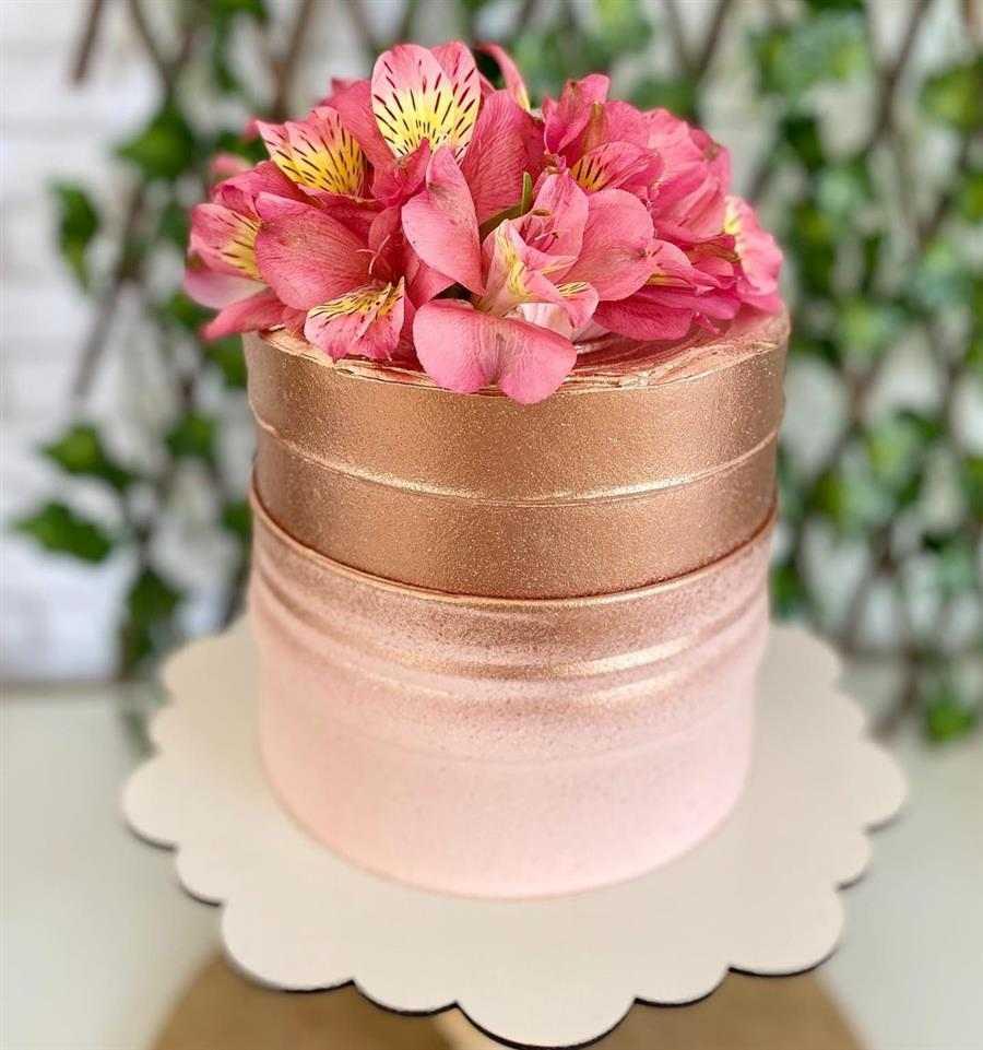 bolo decorado feminino bonito