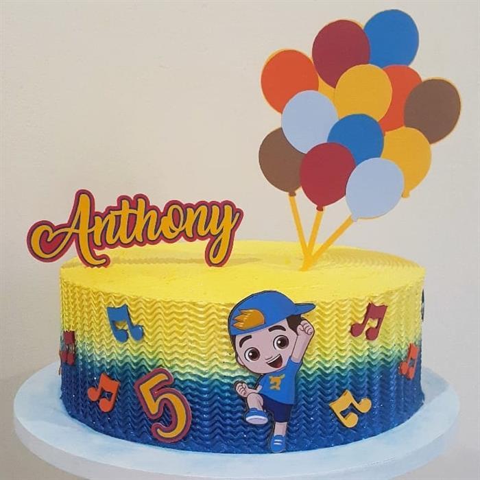 bolo luccas neto azul e amarelo