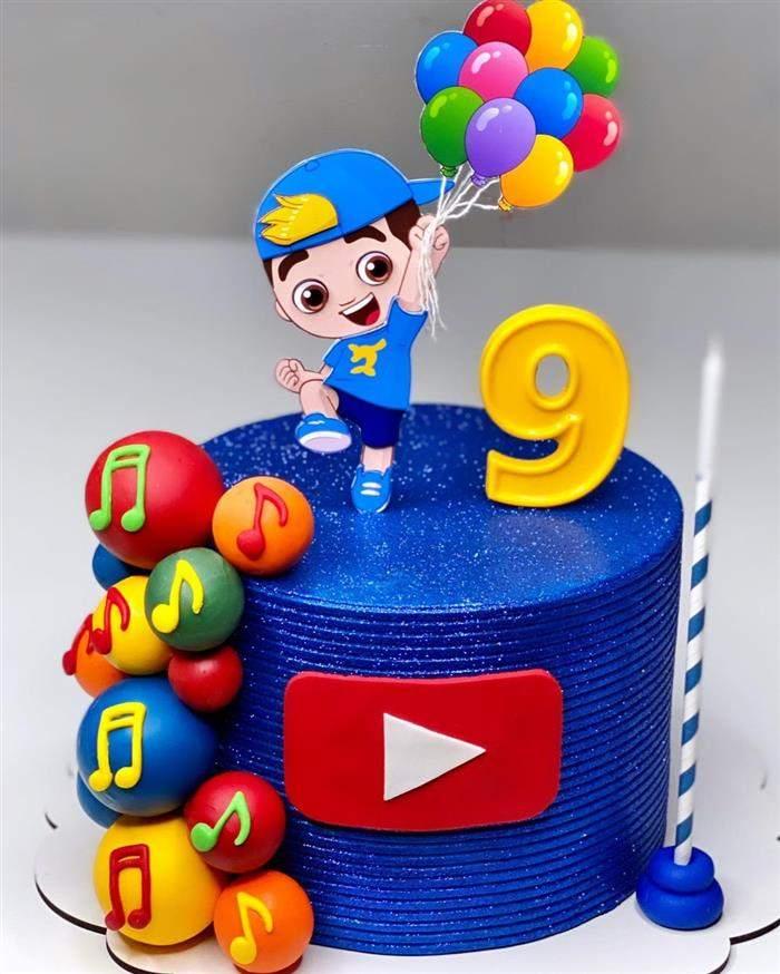 bolo luccas neto com baloes em azul