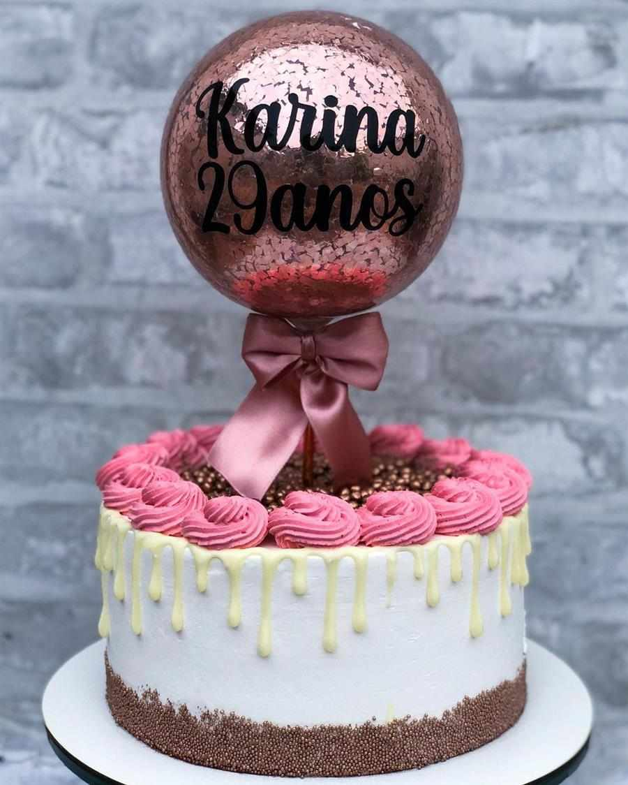 Decoração de bolo com balão