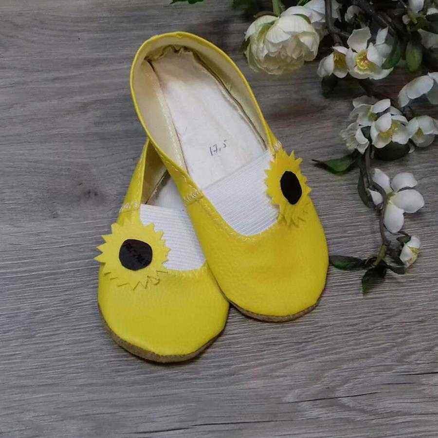 sapatilha amarela com girassol