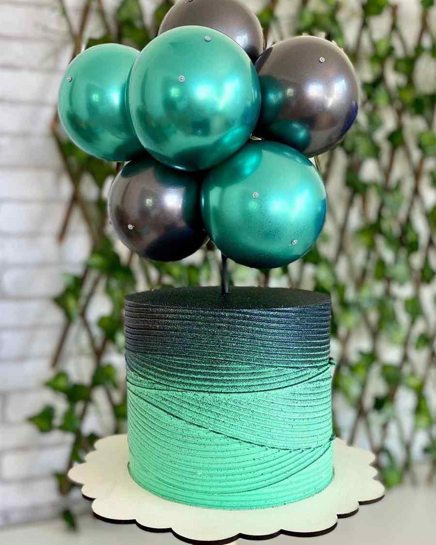 bolo decorado feminino verde e preto