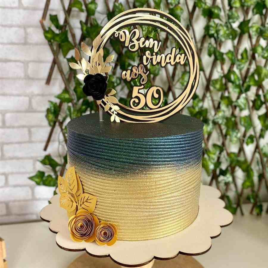 bolo decorado feminino preto e dourado