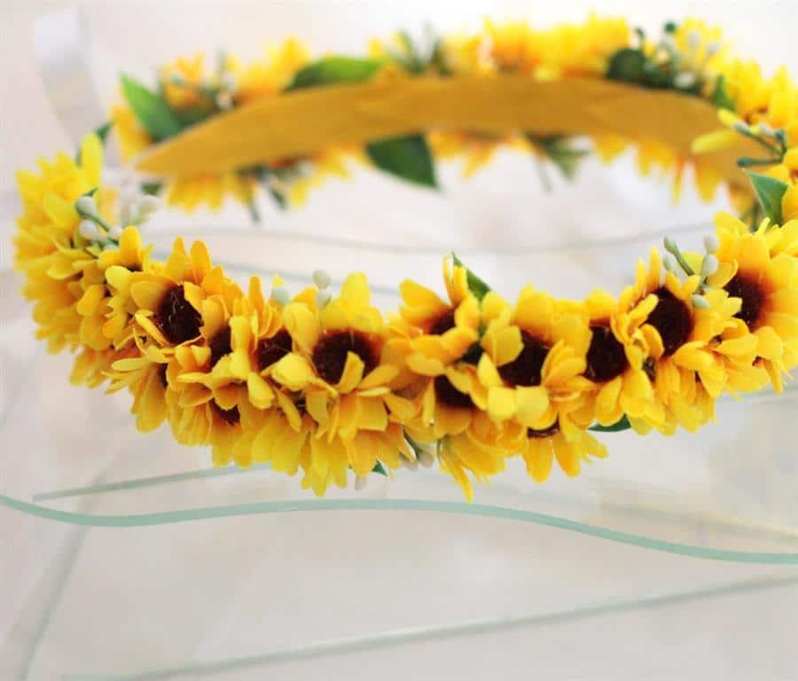 Coroa de flores de mini girassóis