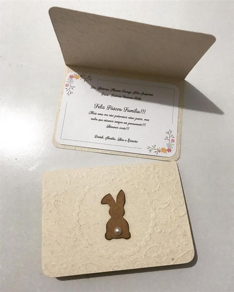 Cartão de Feliz Páscoa para família