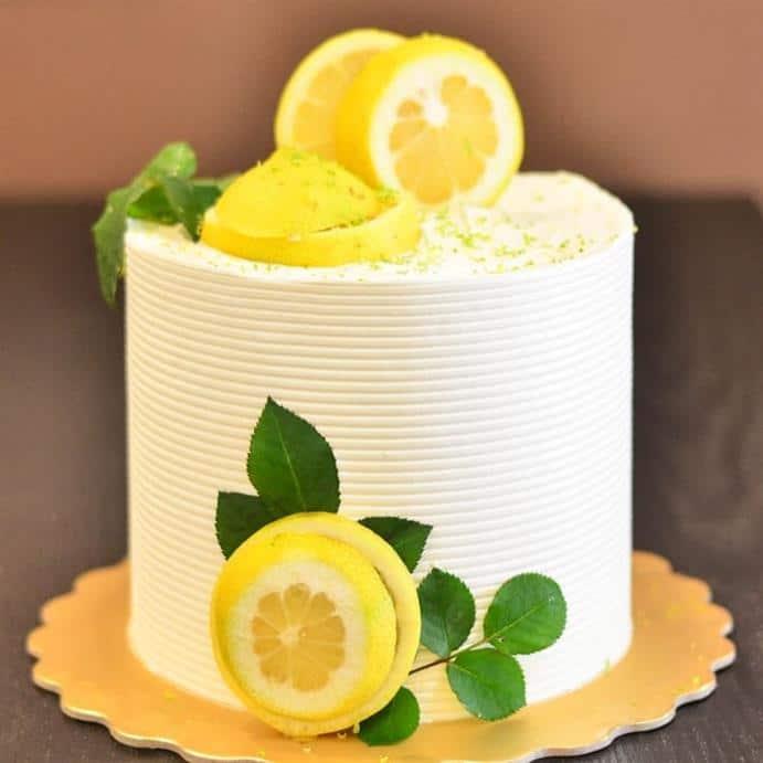bolo decorado branco alto