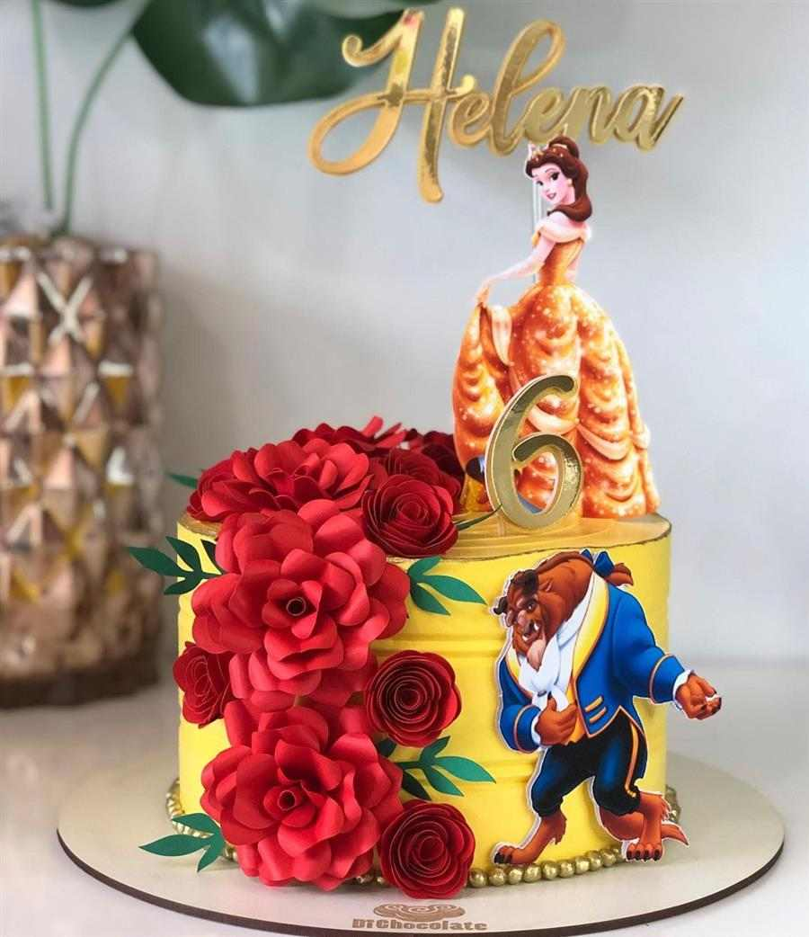 bolo decorado feminino a bela e a fera